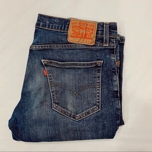 511 Levi's darker blue wash 33x32